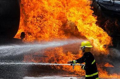 انفجار ساختمان تجاری در رشت، به دلیل نشت گاز شهری بوده است