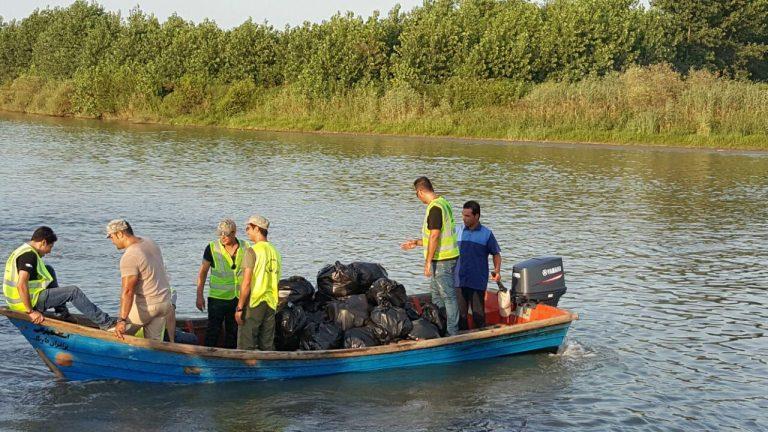 حاشیه رودخانه سیاه درویشان صومعه سرا از زباله پاکسازی شد