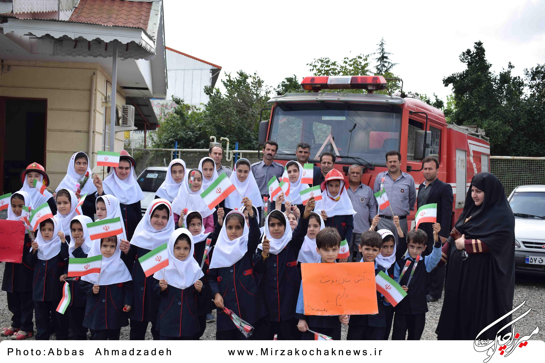 اقدام جالب دانش آموزان گوراب زرمیخ در روز آتش نشان