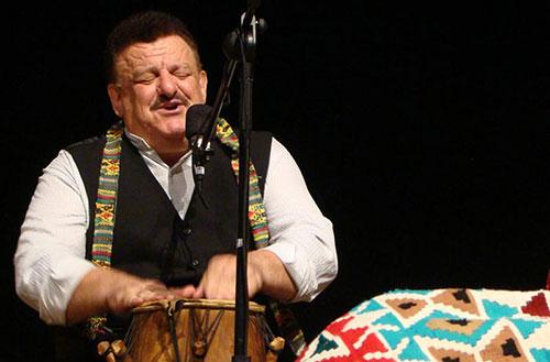 برگزاری کنسرت موسیقی فولکلور با اجرای ناصر وحدتی در صومعه سرا