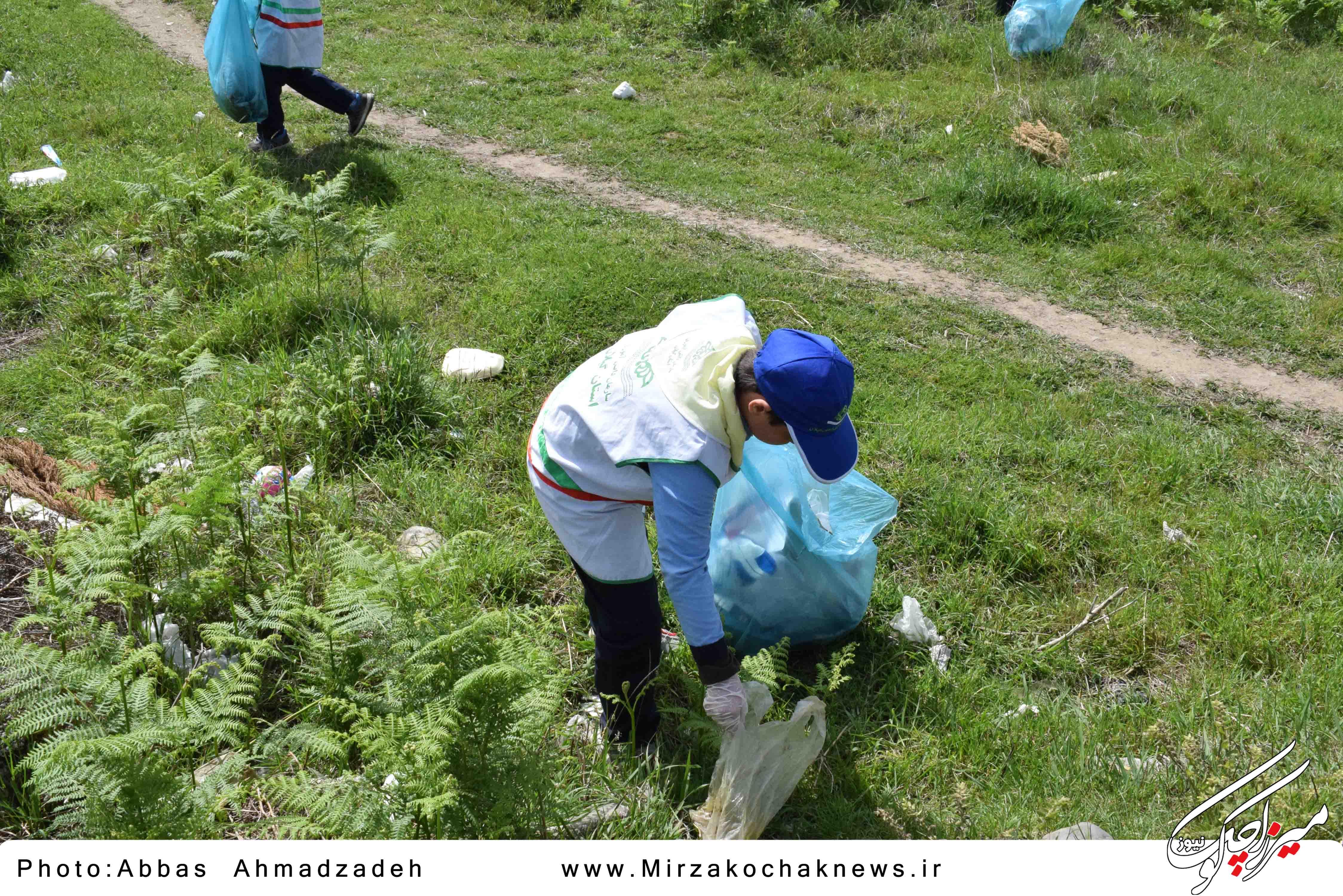پاکسازی خیابان های شهر گوراب زرمیخ توسط دانش آموزان