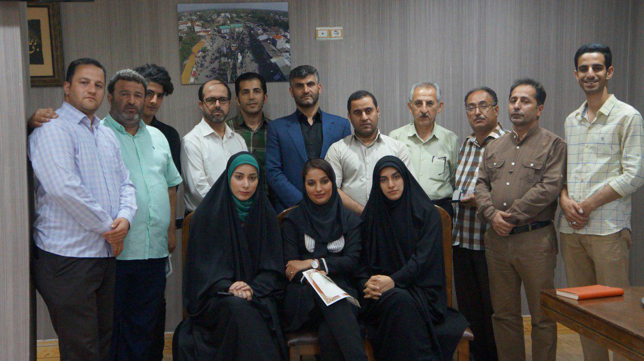 المان خبرنگار در یکی از میادین شهر گوراب زرمیخ نصب می شود