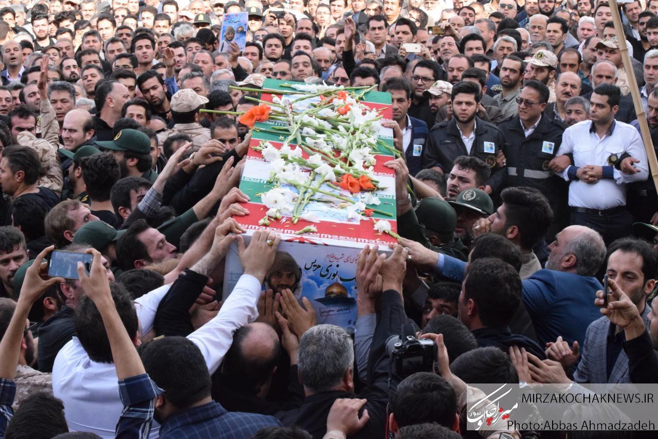 """پیکر پاک شهیدان مدافع حرم"""" علیرضا نظری و بابک نوری هریس""""در رشت تشییع شد"""