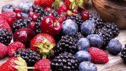 خوردن انواع توت به پیشگیری از سرطان کمک می کند