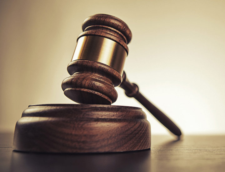 چگونه وکیل مناسب انتخاب کنیم؟