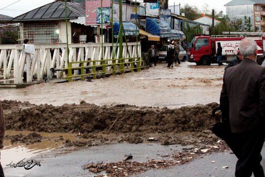 بارش شدید باران در ضیابر سبب جاری شدن سیلاب شد