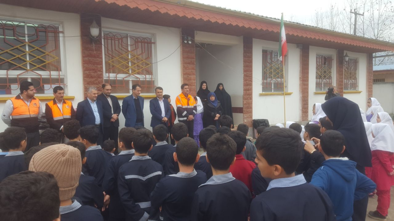 اجرای طرح ایمن سازی مدارس حاشیه راهها در صومعه سرا