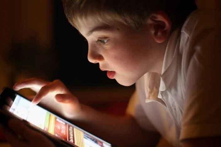 مقصر اصلی وابستگی کودکان به موبایل