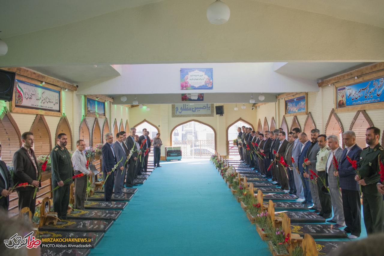 آغاز هفته دولت با گلباران مزار شهدا در صومعه سرا