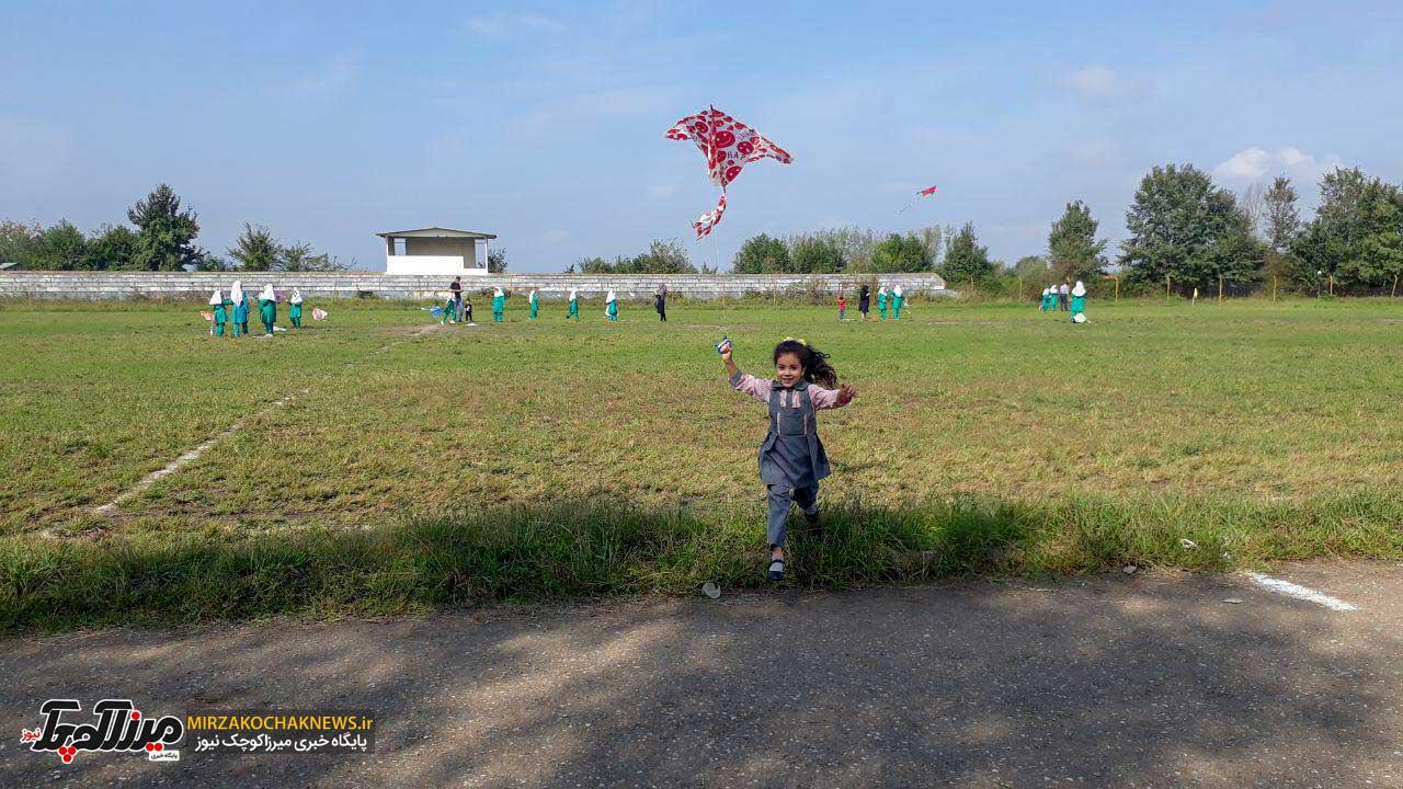 جشن پرواز بادبادک ها باحضور ۲۰۰ کودک در صومعه سرا برگزار شد